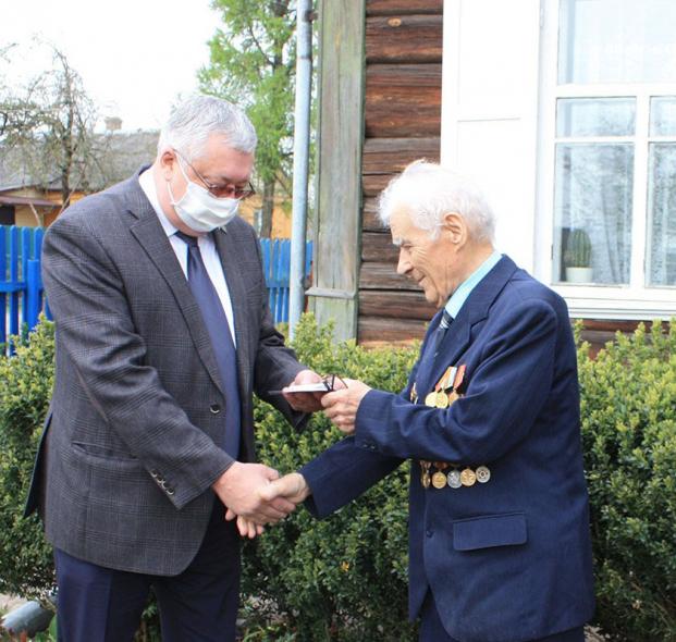Вручение юбилейной медали «75 лет Победы в Великой Отечественной войне 1941-1945» ветерану Н.Ф.Козыреву